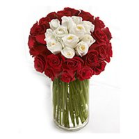 372_50-Red-and-white-roses-in-glass-vase-MRP-1500_products_large.jpg~c200